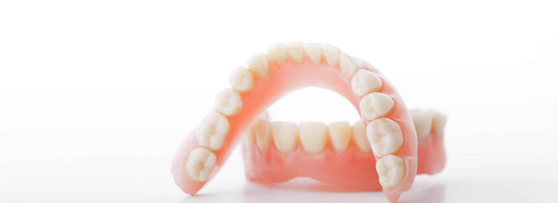 Услуга протезирования зубов