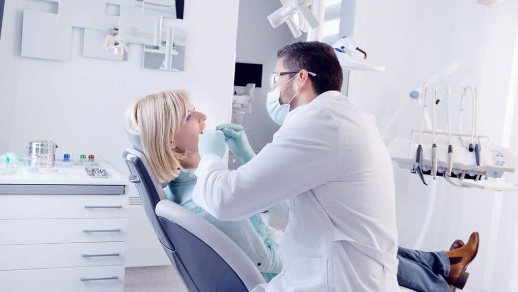 В кабинете у стоматолога-терапевта
