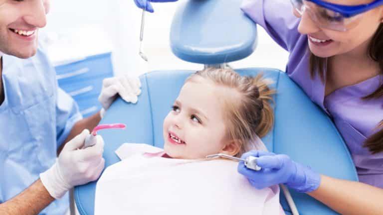 Удаление зубов у детей – показания, особенности, обезболивание и уход