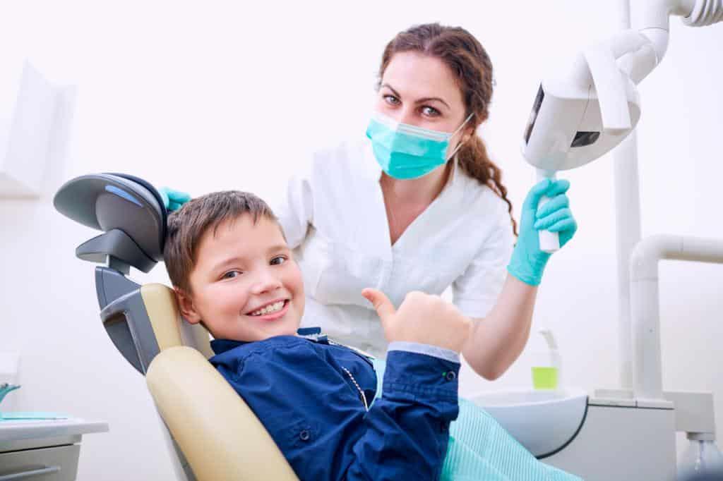 Почему важно восстанавливать молочные зубы?
