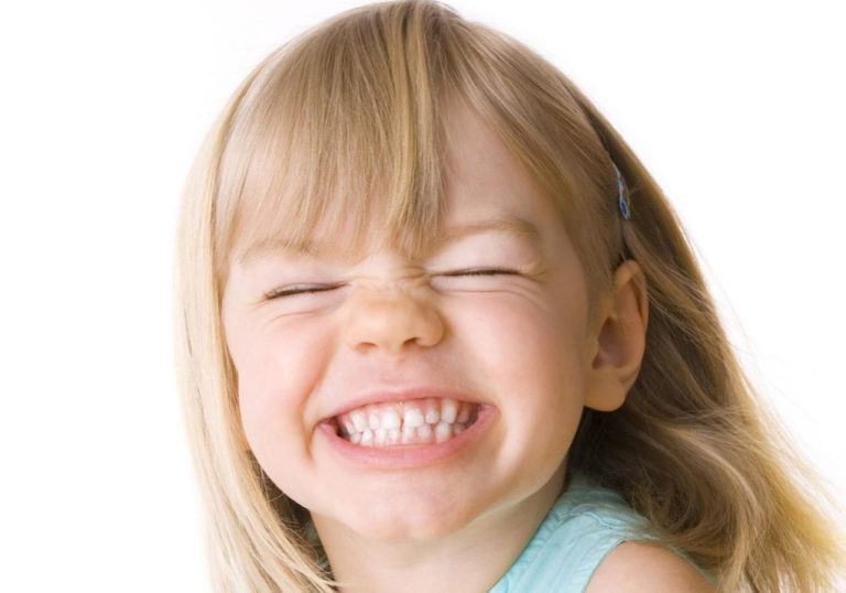 Почему люди скрипят зубами?