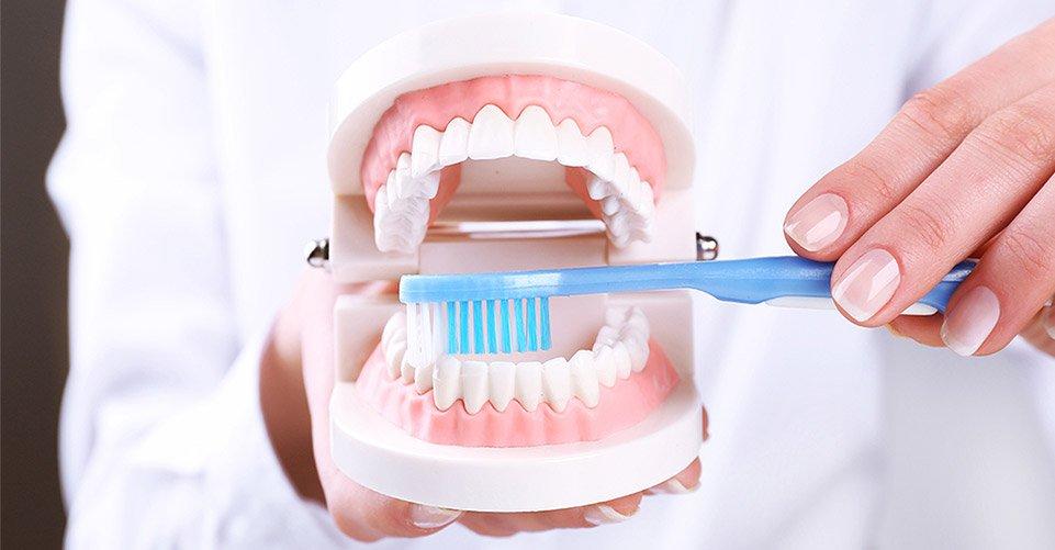 Зачем нужна комплексная чистка зубов
