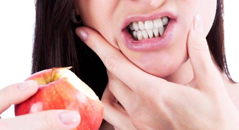 Болит десна при жевании