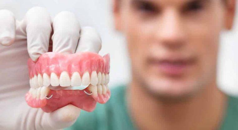 Стоматолог-ортопед: кто это и чем занимается